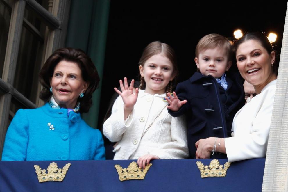 Киселата физиономия на малкия шведски принц разсмя социалните мрежи
