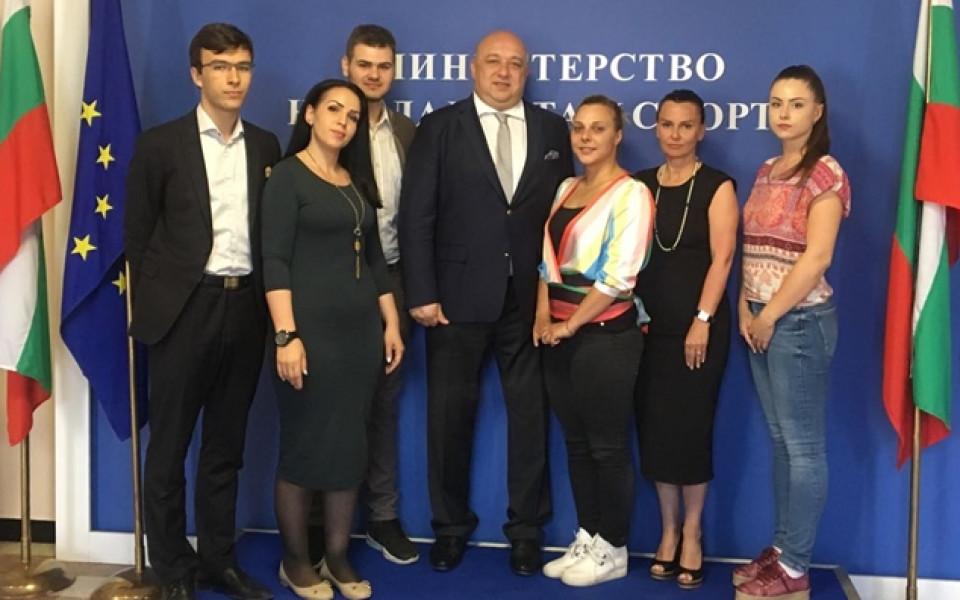 Кралев обсъжда мерки за развитие на младежкия сектор