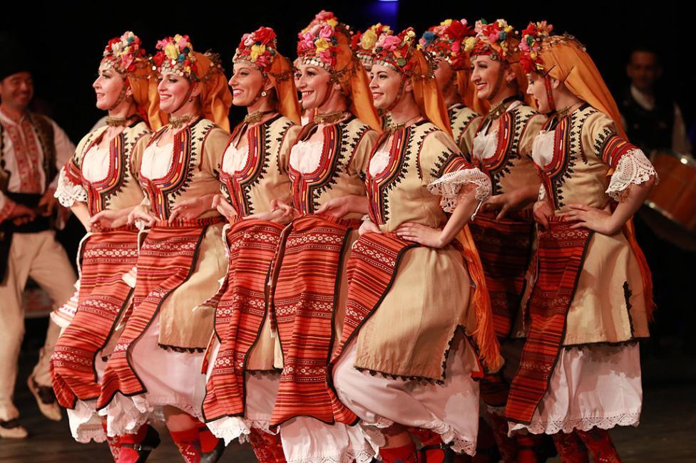 """- Трите най-големи български фолклорни състава – емблеми в музикалното и танцовото ни изкуство – ансамбъл """"Филип Кутев"""", """"Тракия"""" и """"Пирин"""", на една..."""