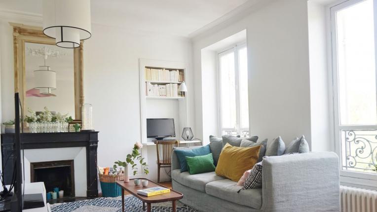 Как да сместите бюро в хола, без да изглежда претрупано
