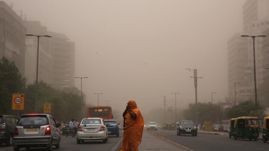 Ужасяваща прашна буря уби над 90 души в Индия