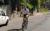 Джокович тренира с велосипед по улиците на Белград