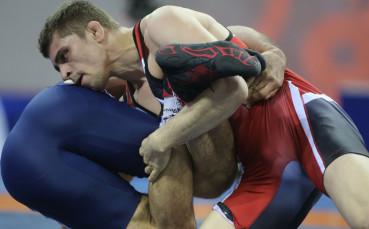 Мирослав Киров срещу Умарпашаев във финала на шампионата по борба