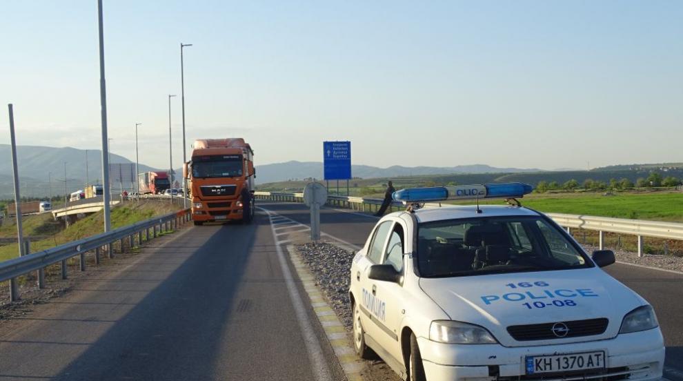 Инцидент с товарен камион затвори за движение Ришкия проход