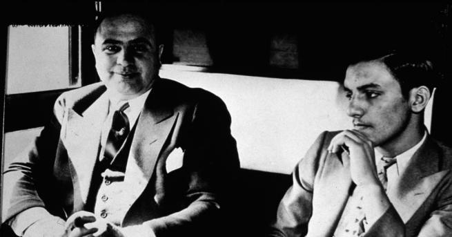 Алфонсо Капоне остава в световната история като Гангстер №1. Името
