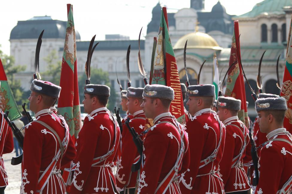 - Почит пред загиналите български герои отдадоха президентът и главнокомандващ Въоръжените сили Румен Радев, вицепрезидентът Илияна Йотова...