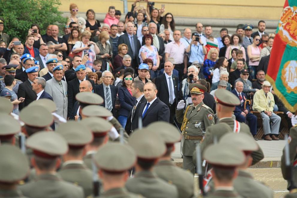 Президентът Румен Радев на военния парад за 6 май