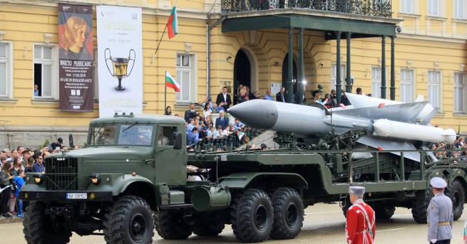 11 март се отбелязва като Ден на артилерията и ракетните
