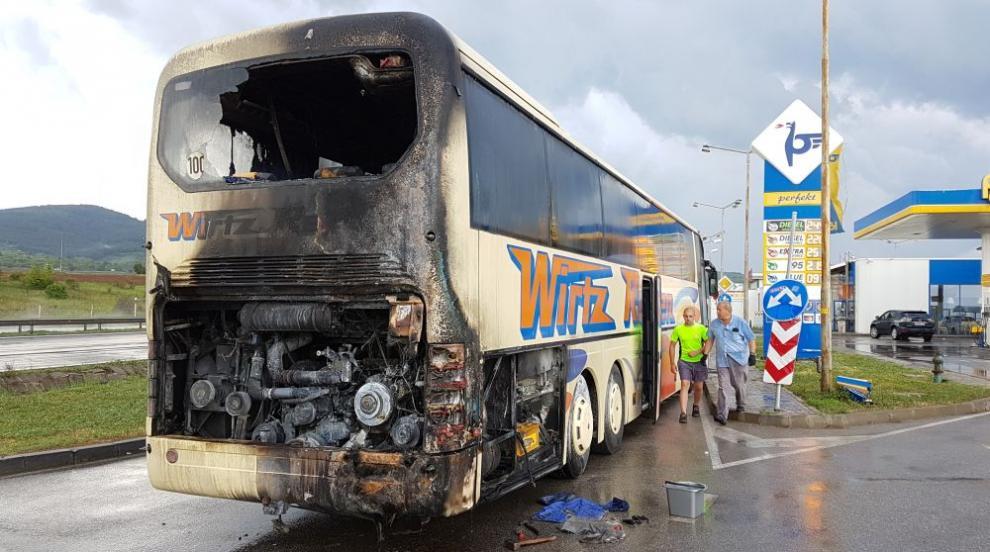 Туристически автобус се запали на магистрала...