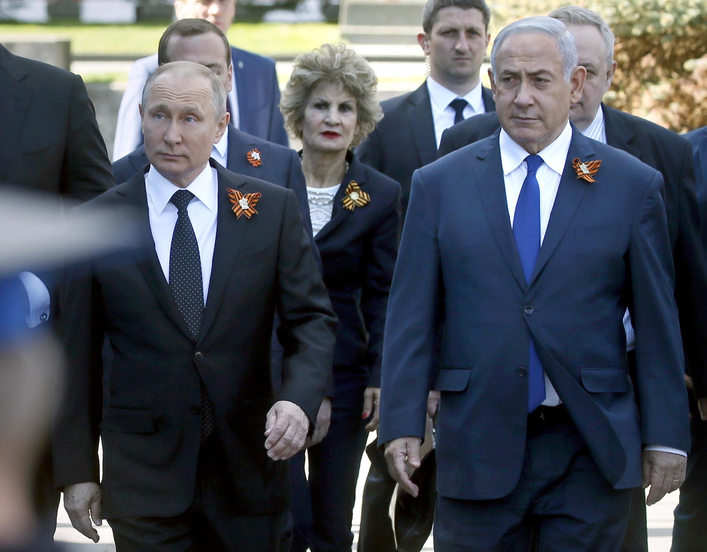 Руският президент Владимир Путин и премиерът на Израел Бенямин Нетаняху идват за парада на Червения площад в Москва.
