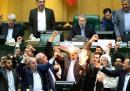 Ирански депутати горят флаг на САЩ в парламента