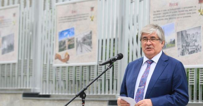 Посланикът на Русия Анатолий Макаров запали светлините на най-високата Коледна