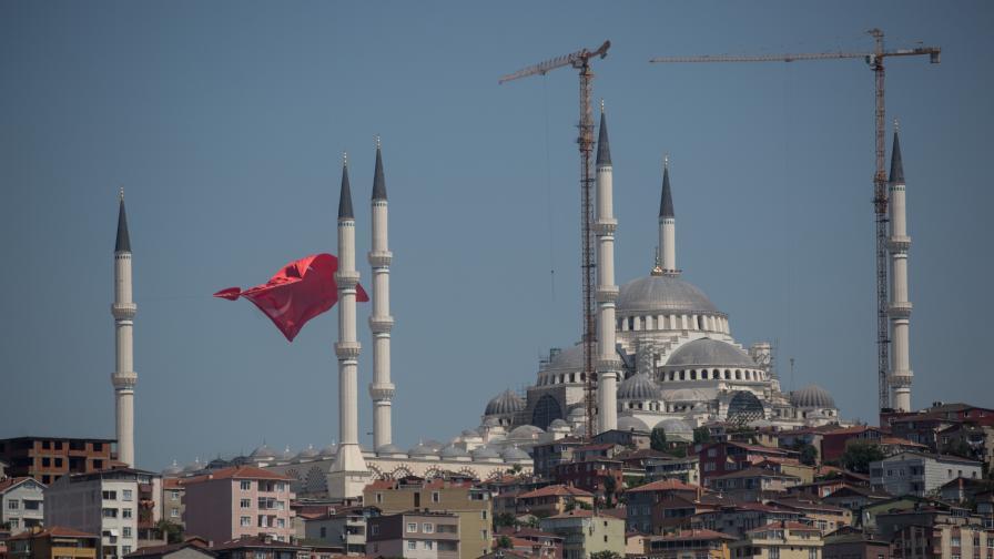 Турция арестува 300 военни, подозира връзки с Гюлен