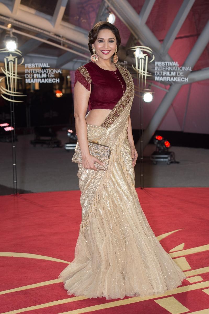 Мадхури Дикшит. Освен, че е една от най-популярните актриси в страната си, Мадхури е мечтаела да стане микробиолог. Вместо това обаче, тя започва да се занимава с класически индийски танци, които я отвеждат до светлините на прожекторите.