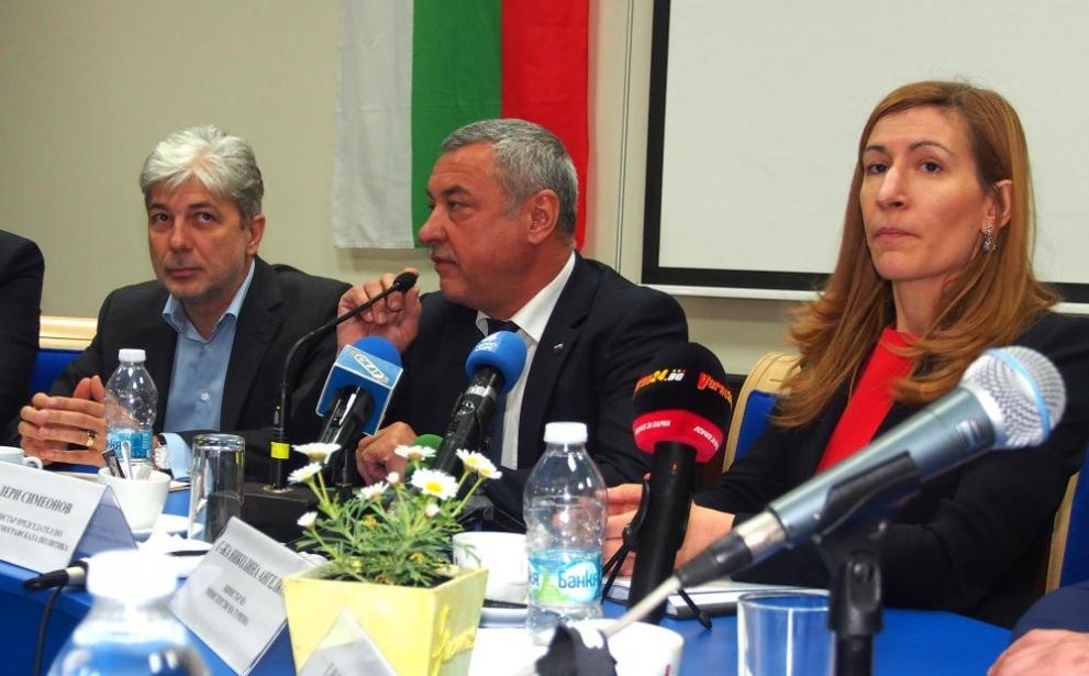 Николина Ангелкова Нено Димов и Валери Симеонов във Варна