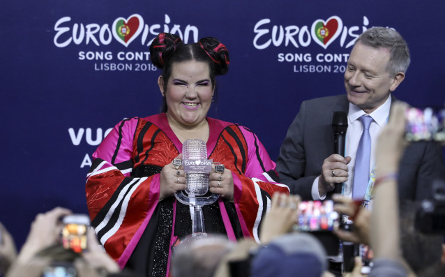 Любопитна зависимост между песенния конкурс на Евровизия, носителя на трофея