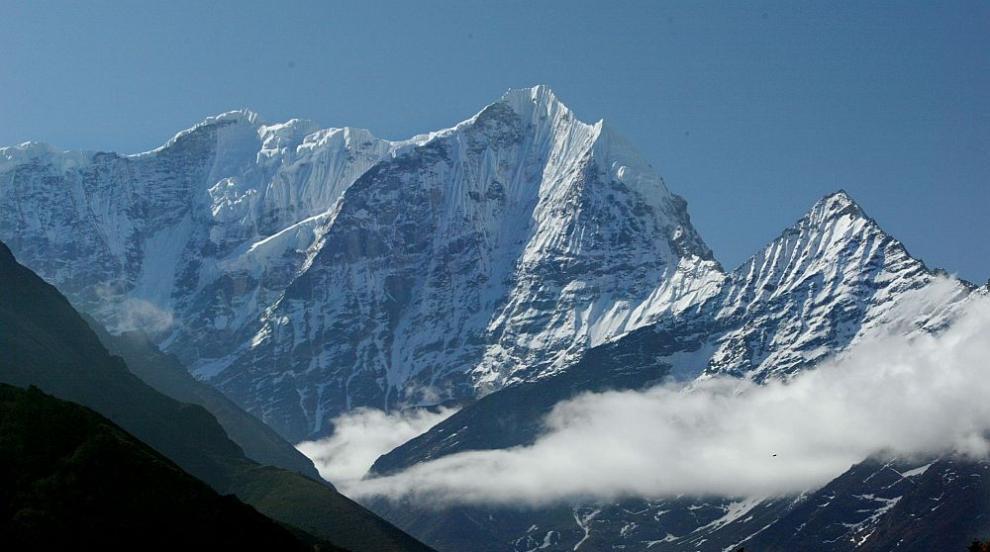 Алпинисти загинаха на Еверест заради ...задръстване (СНИМКИ)