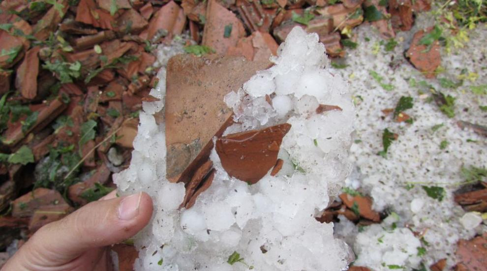 Силна буря с градушка удари Плевенско (ВИДЕО)