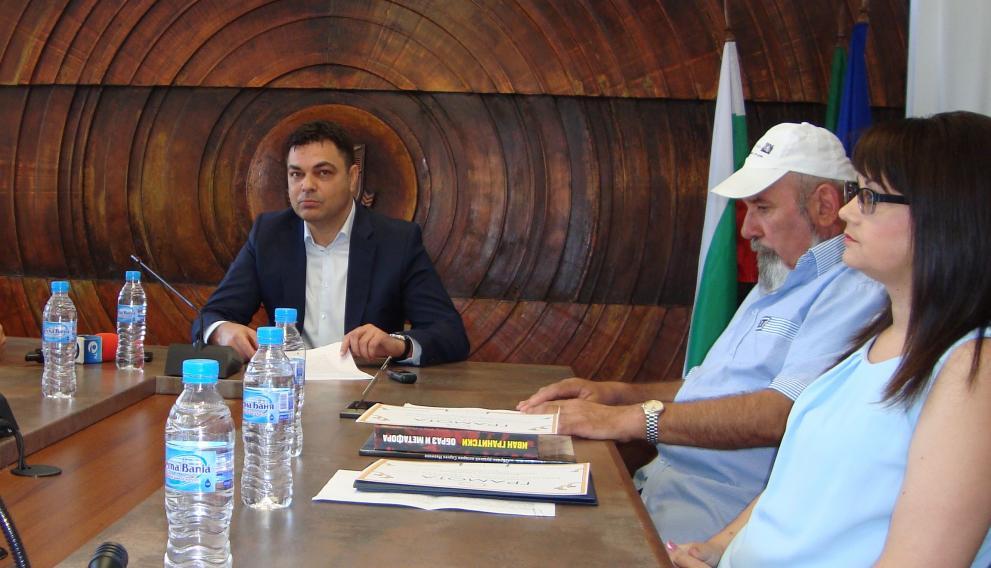 Димитровград, Кметът Иво Димов поздрави екипа на библиотеката