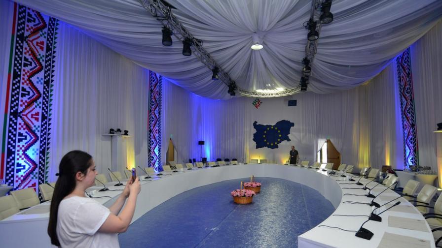 Лидерите на ЕС ще вечерят на маса от картон в София