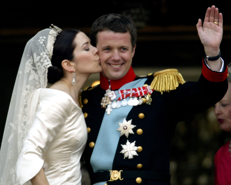 Принц Фредерик Андре Хенрик вдига пищна сватба през 2004 г. Той се жени заМери Датска. Тя е родена като Мери Елизабет Доналдсън на5 февруари1972г. в гр.Хобарт, щатаТасмания,Австралия, в семейството нашотландскиемигранти. Двамата се запознават случайно по време на Олимпийските игри през 2000 г. Сватбата е през 2004 г.