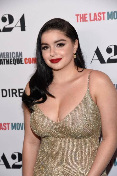 """- Ариел Уинтрър - звездата от """"Модерно семейство"""" признава, че се е подлагала на операция за намаляване на бюста."""