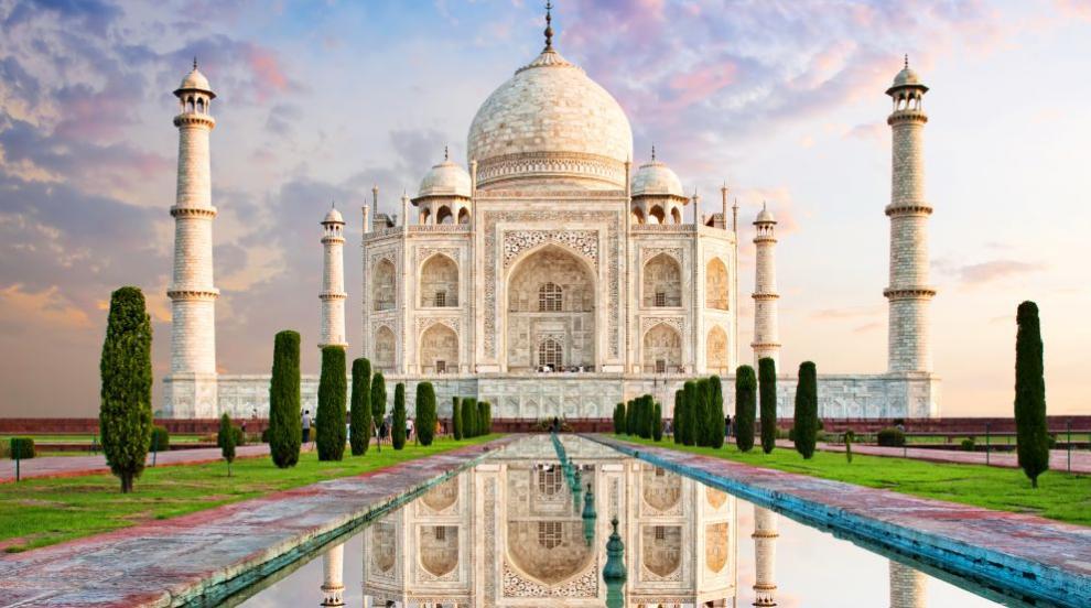 Историята на Тадж Махал – храмът, сътворен от...