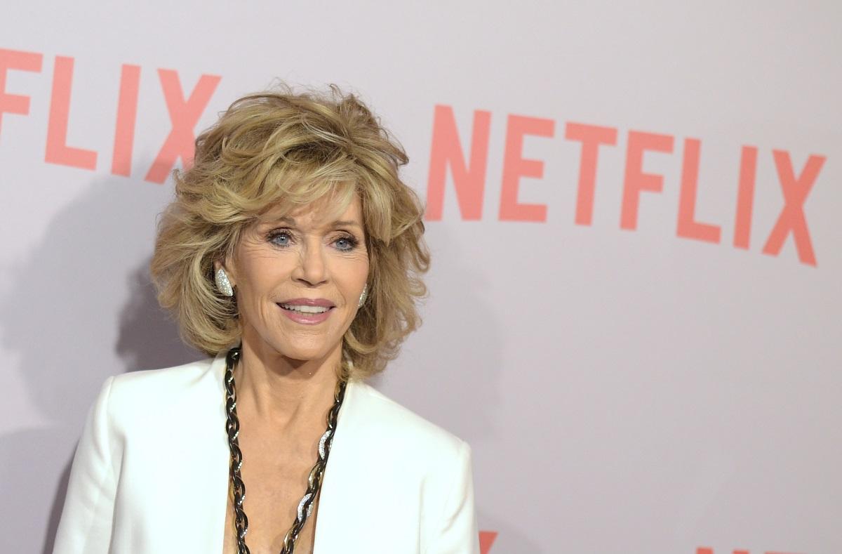 """Къса """"разрошена"""" коса - запазената марка на Джейн Фонда, която винаги изглежда зашеметяващо дори и на 80 г."""