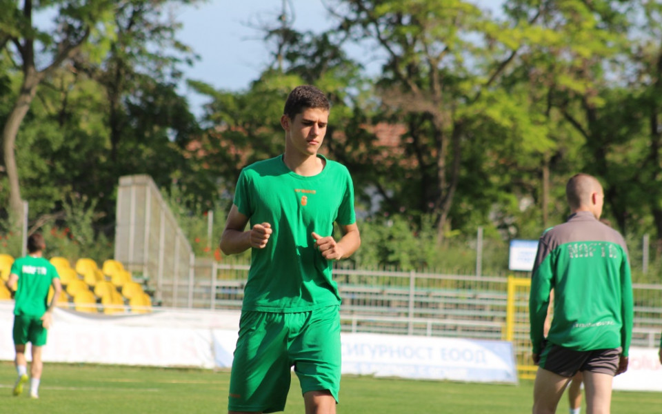 15-годишен талант на Нефтохимик дебютира срещу Созопол