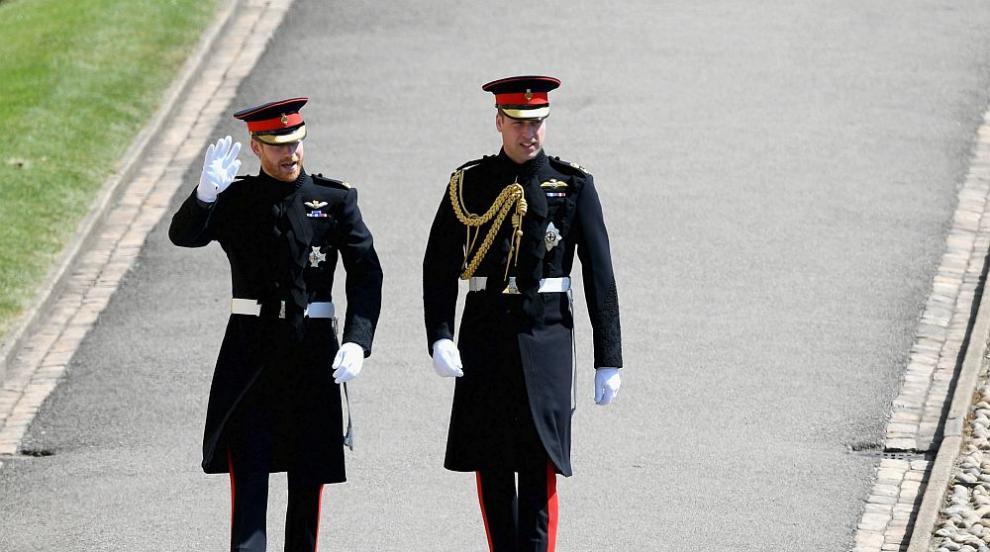 Принц Хари нарушава традицията: слага брачна халка