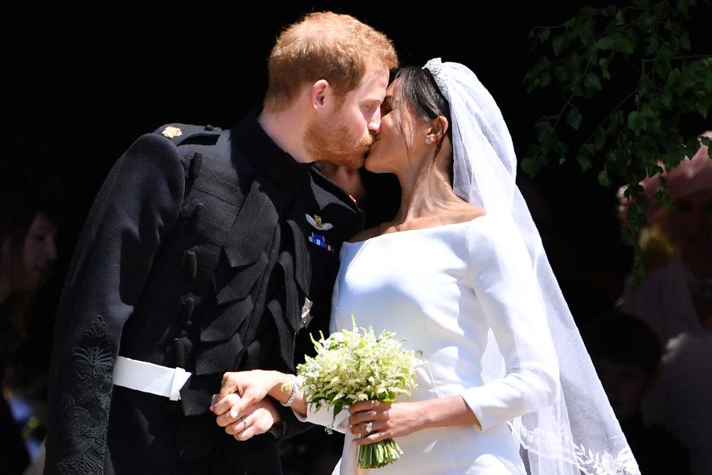 Целувката между принц Хари и Меган Маркъл