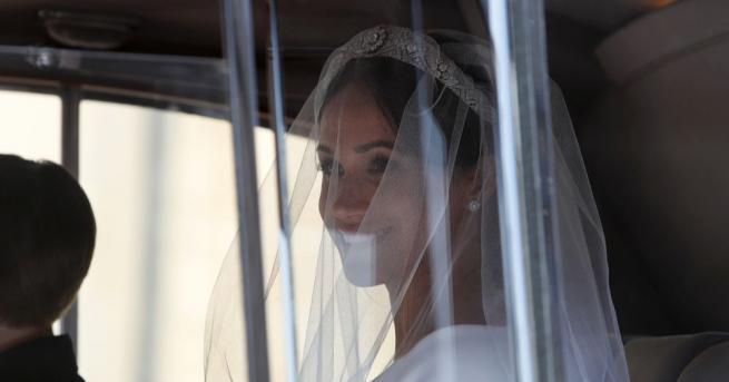 Изборът на сватбена рокляна булката Меган Маркъл беше следен отблизо,