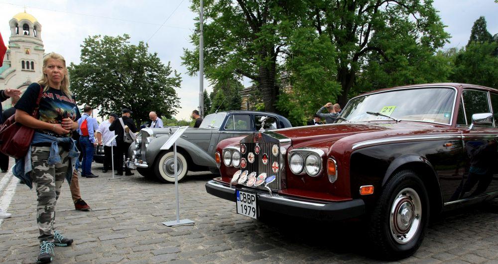 https://m.netinfo.bg/media/images/33325/33325188/orig-orig-retro-parad-avtomobili.jpg