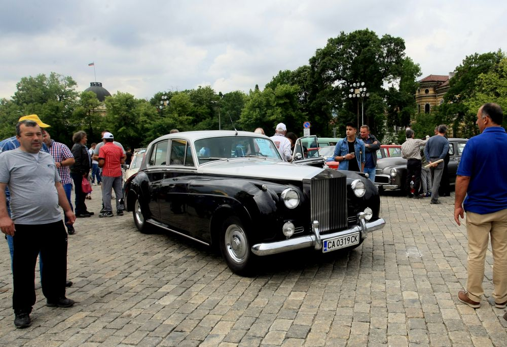 https://m.netinfo.bg/media/images/33325/33325190/orig-orig-retro-parad-avtomobili.jpg