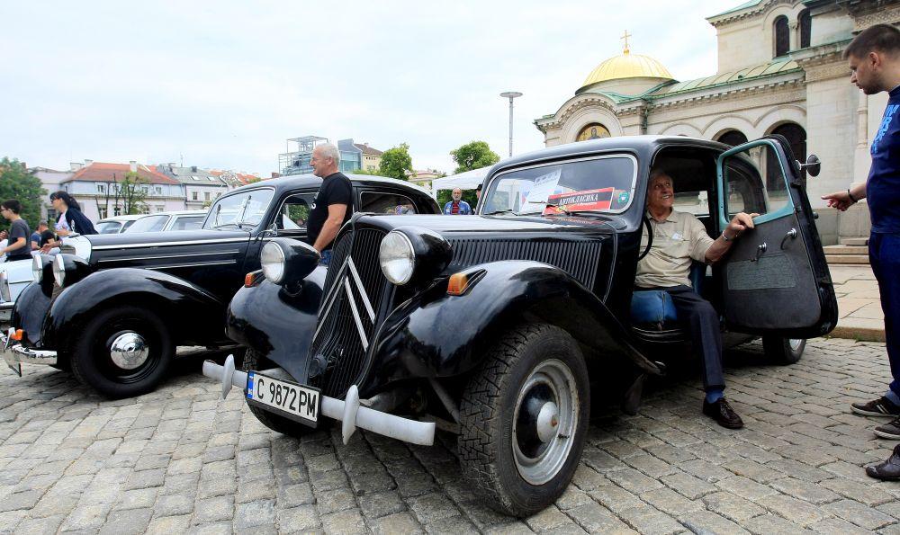 https://m.netinfo.bg/media/images/33325/33325191/orig-orig-retro-parad-avtomobili.jpg