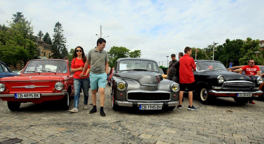 https://m.netinfo.bg/media/images/33325/33325192/orig-orig-retro-parad-avtomobili.jpg