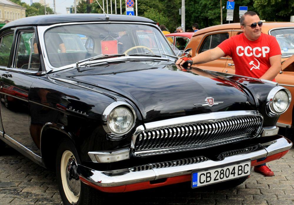 https://m.netinfo.bg/media/images/33325/33325193/orig-orig-retro-parad-avtomobili.jpg