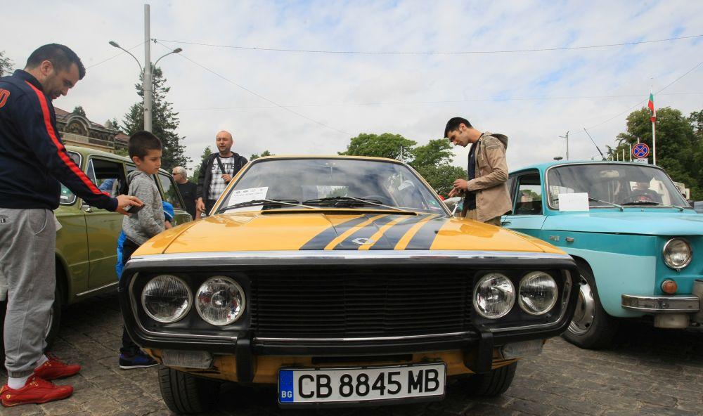 https://m.netinfo.bg/media/images/33325/33325195/orig-orig-retro-parad-avtomobili.jpg