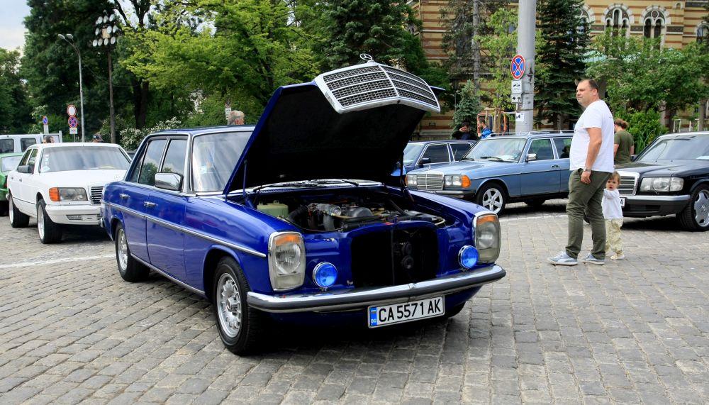 https://m.netinfo.bg/media/images/33325/33325196/orig-orig-retro-parad-avtomobili.jpg