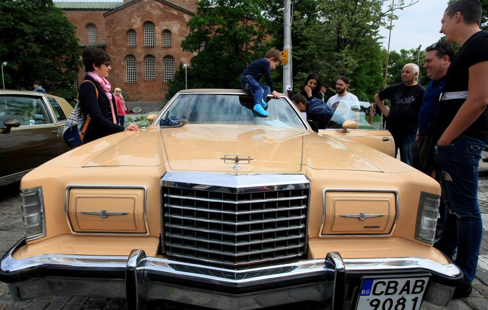https://m.netinfo.bg/media/images/33325/33325198/orig-orig-retro-parad-avtomobili.jpg