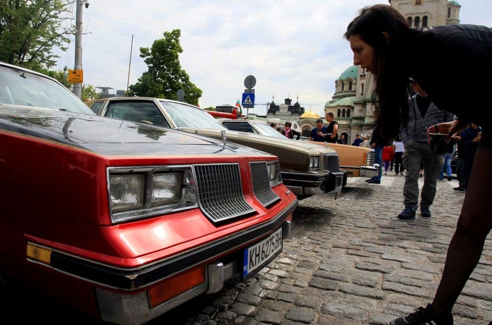 https://m.netinfo.bg/media/images/33325/33325201/orig-orig-retro-parad-avtomobili.jpg