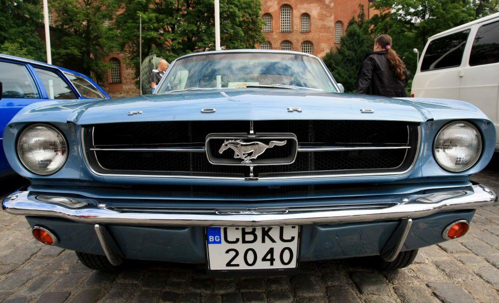 https://m.netinfo.bg/media/images/33325/33325202/orig-orig-retro-parad-avtomobili.jpg