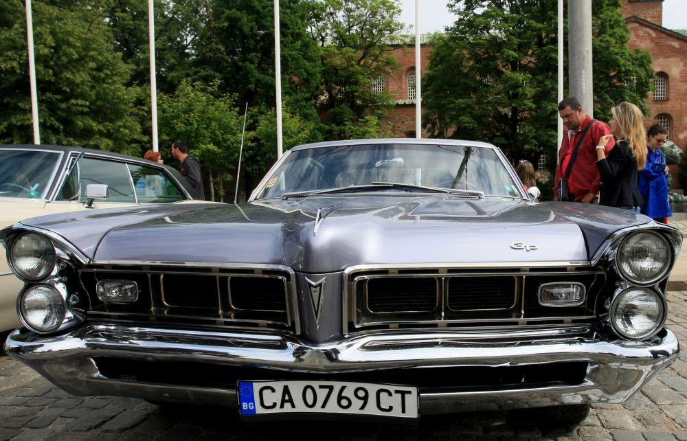 https://m.netinfo.bg/media/images/33325/33325203/orig-orig-retro-parad-avtomobili.jpg