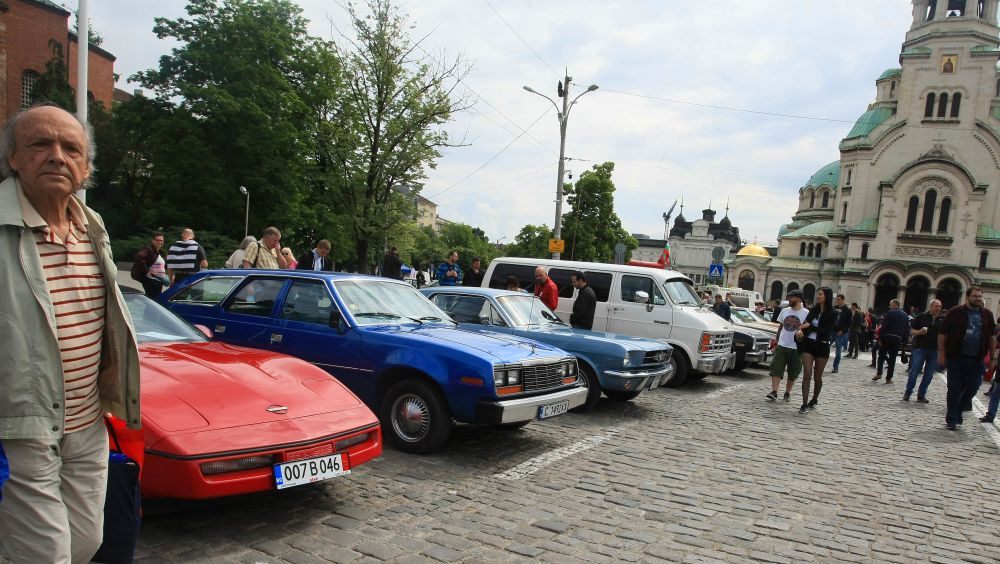 https://m.netinfo.bg/media/images/33325/33325204/orig-orig-retro-parad-avtomobili.jpg