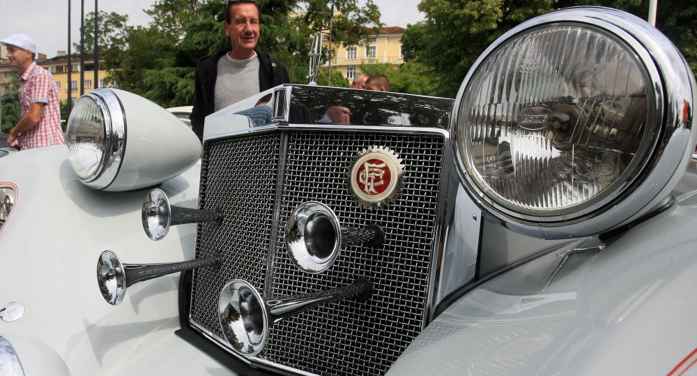 https://m.netinfo.bg/media/images/33325/33325207/orig-orig-retro-parad-avtomobili.jpg