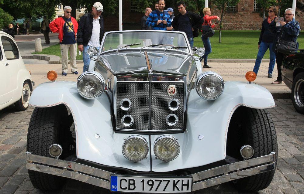 https://m.netinfo.bg/media/images/33325/33325208/orig-orig-retro-parad-avtomobili.jpg