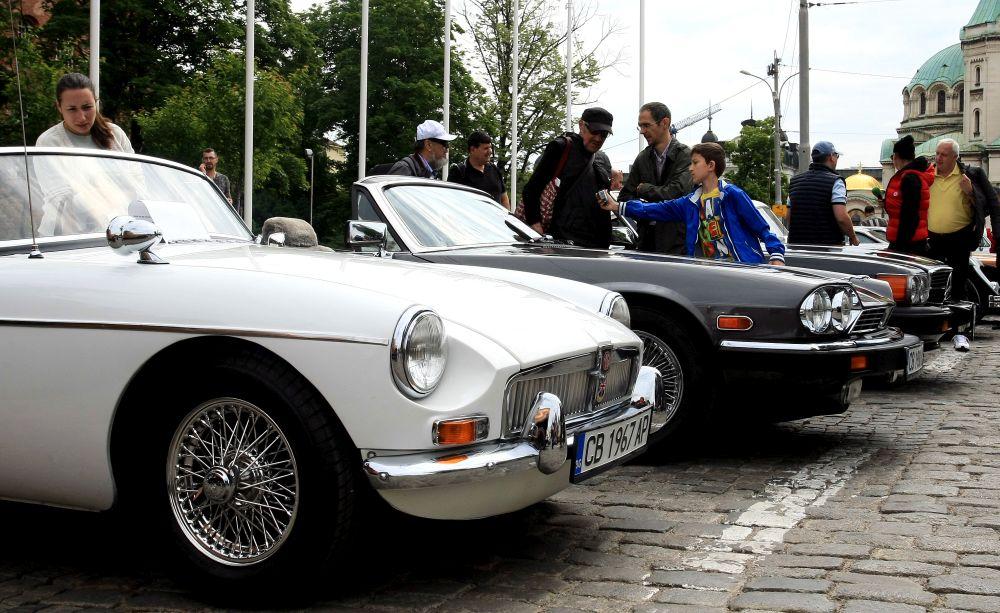 https://m.netinfo.bg/media/images/33325/33325211/orig-orig-retro-parad-avtomobili.jpg