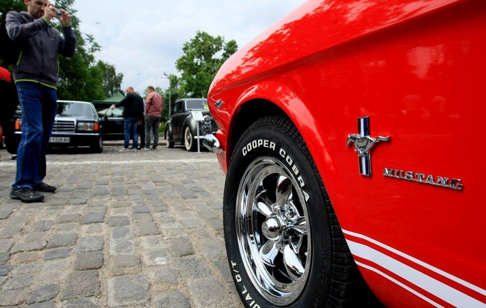 https://m.netinfo.bg/media/images/33325/33325212/orig-orig-retro-parad-avtomobili.jpg