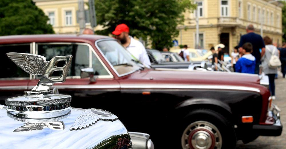 https://m.netinfo.bg/media/images/33325/33325213/orig-orig-retro-parad-avtomobili.jpg