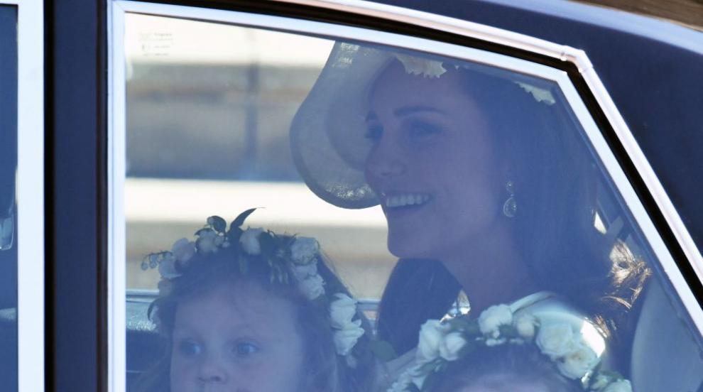 Принцеса Шарлот открадна вниманието на кралската сватба (СНИМКИ/ВИДЕО)